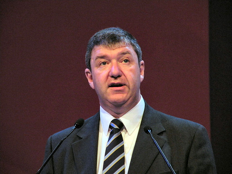 800px-alistair_carmichael_mp_at_bournemouth_2009.jpg