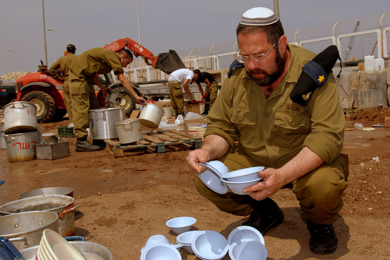 Preparing the IDF for Passover. Credit: IDF Spokesperson's Office.