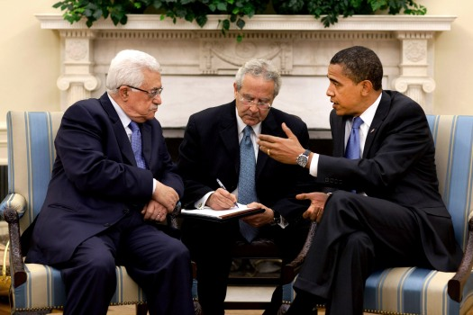 PA President Mahmoud Abbas (left) and U.S. President Barack Obama (right) meet in the Oval Office in 2009. Credit: White House.