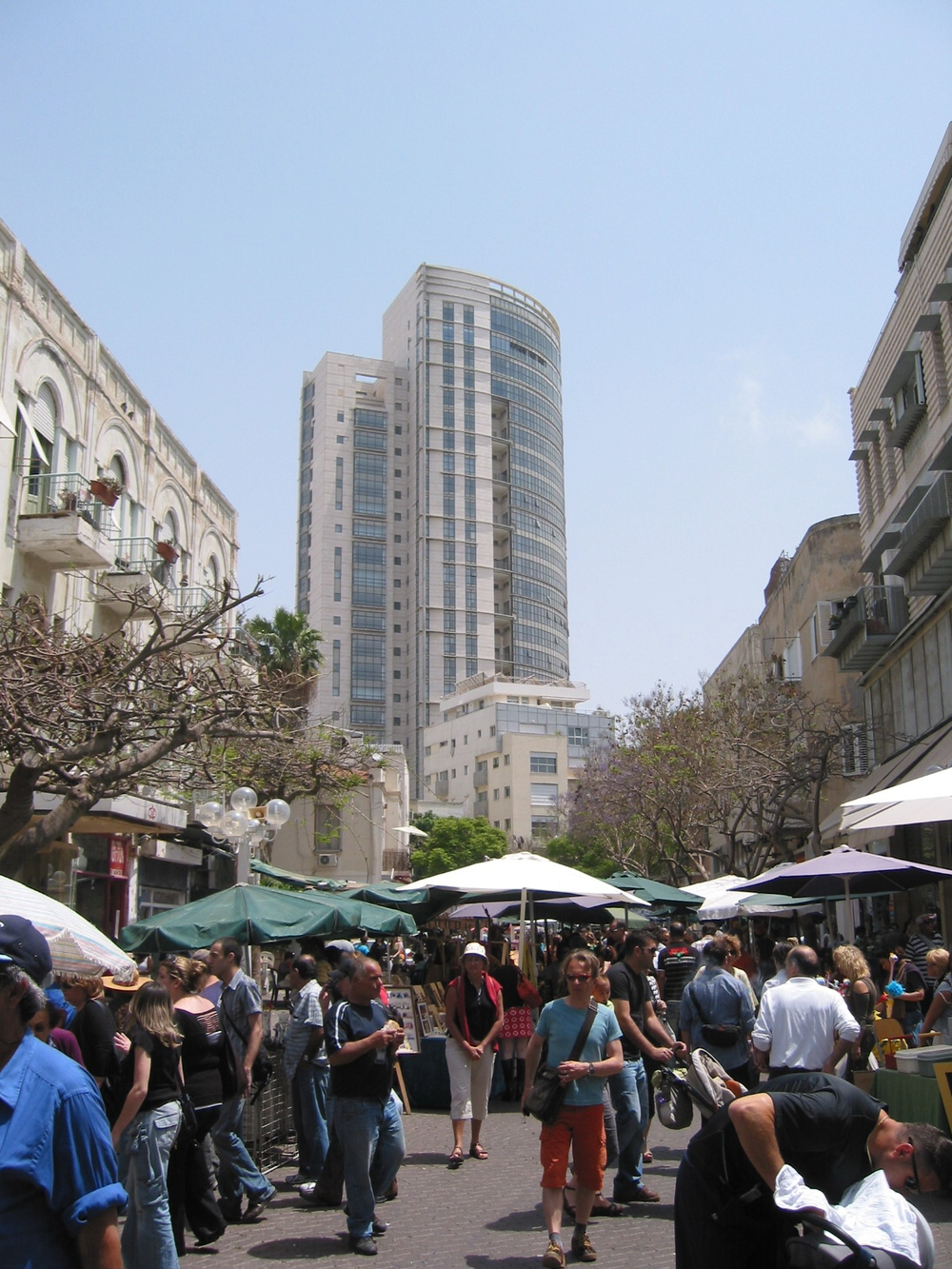 Click photo to download. Caption: Nahalat Binyamin Street in Ron Huldai's city, Tel Aviv. Credit: Sambach/Wikimedia Commons.