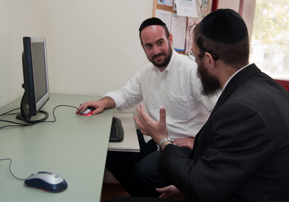 A Haredi man receives computer instruction at JDC's Mafteach job training center in Jerusalem. Credit: JDC.