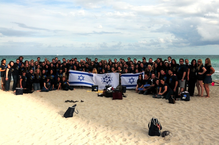 Click photo to download. Caption: Participants at the 2012 Young Zionist Leadership Conference gather on the beach in Miami. Credit: WZO.