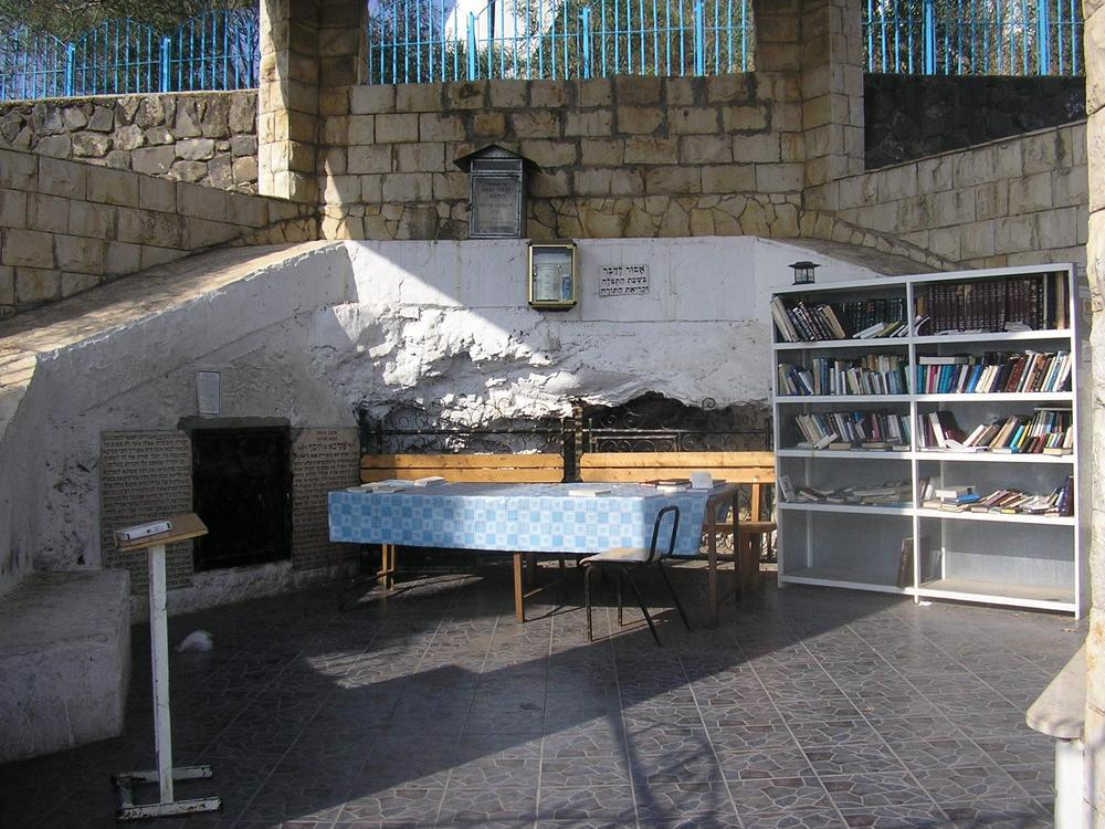 Click photo to download. Caption: In Tiberias, Israel, the tomb of Rabbi Akiva, who according to the Talmud saw 24,000 of his students die during the Omer period until the 33rd day, now known as Lag B'Omer. Credit: Almog/Wikimedia Commons.