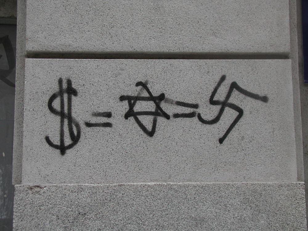 Anti-Semitic graffiti. Credit: Yonderboy/Wikimedia Commons.