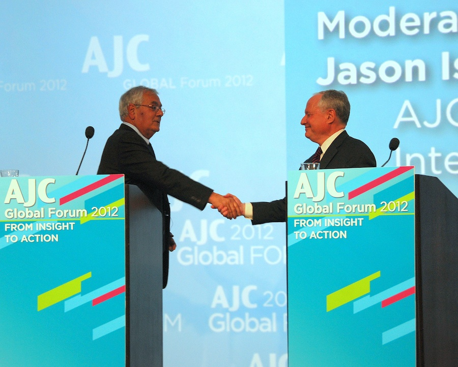 Click photo to download. Caption: U.S. Rep. Barney Frank (left) and Weekly Standard founder William Kristol shake hands at the American Jewish Committee 2012 Global Forum in Washington, DC, where they discussed the upcoming presidential election. Credit: Maxine Dovere.