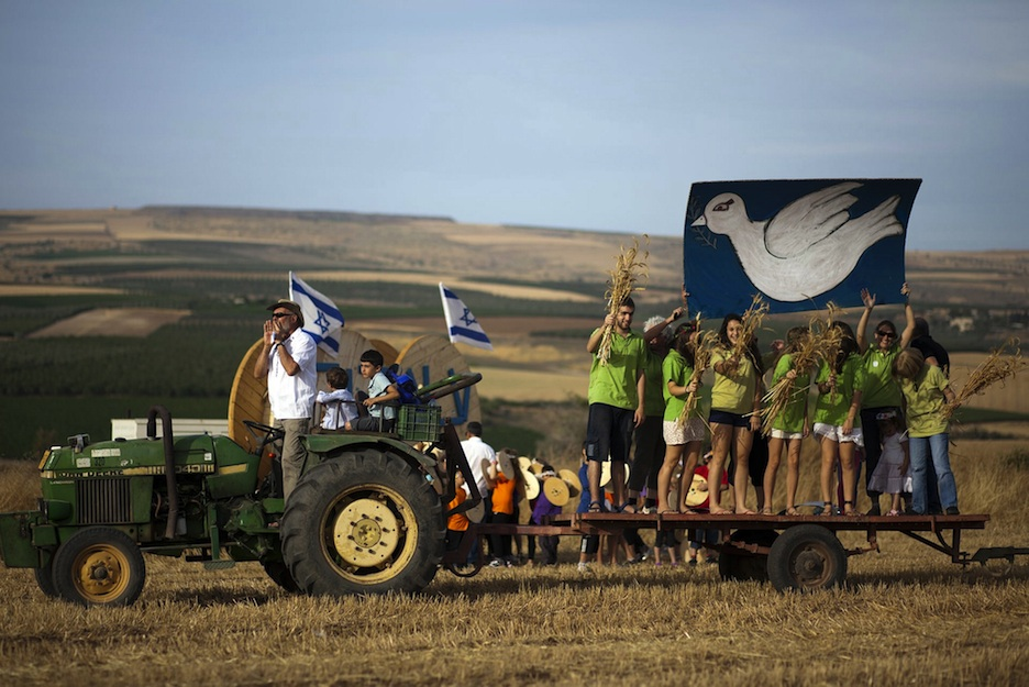 Click photo to download. Caption: Israelis enjoy a festival celebrating the Jewish holiday of Shavuot at Kibbutz Ein Dor, in the Galil, Northern Israel, on May 27, 2012. Credit: Matanya Tausig/FLASH90.