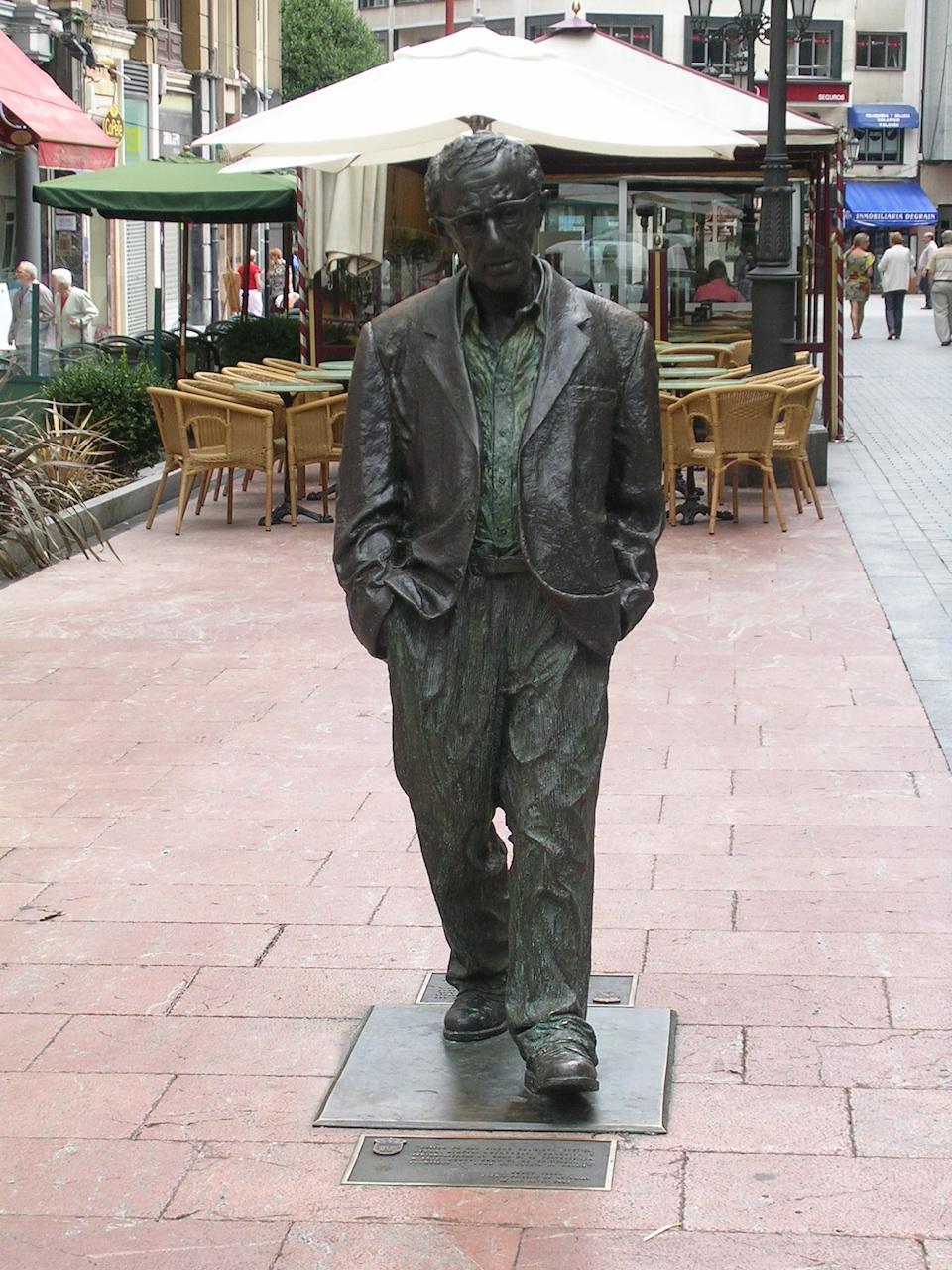 Click photo to download. Caption: A Woody Allen statue in Oviedo, Spain. Credit: Noemy García García.