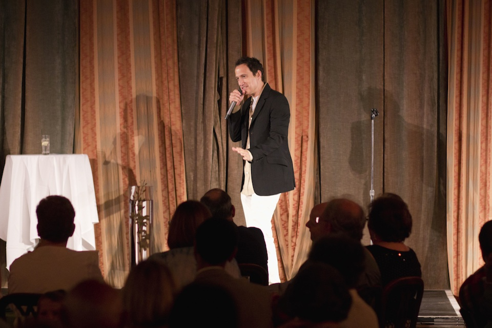 Click photo to download. Caption: Comedian Elon Gold in action. Credit: Rabbi B. Rapoport.