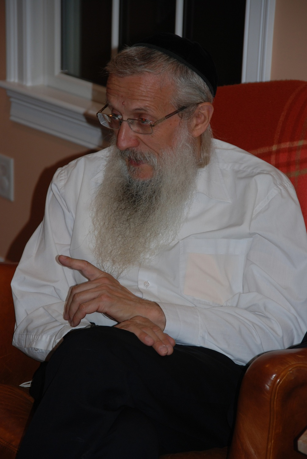 Click photo to download. Caption: Yosef Mendelevich at a recent speaking engagement. Credit: JNS.org.