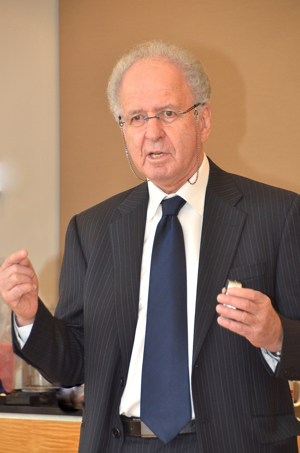 Click photo to download. Caption: Yehuda Raveh, managing partner of the Israel Infrastructure Fund, speaks at a meeting with investors in New York. Credit: Maxine Dovere.