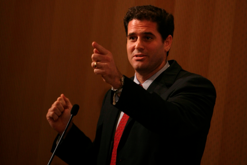 Click photo to download. Caption: Ron Dermer, the senior advisor to Prime Minister Benjamin Netanyahu, speaks about how to defend Israel online at a convention for Jewish bloggers held in Jerusalem on Sept. 13, 2009. Credit: Miriam Alster/Flash90.