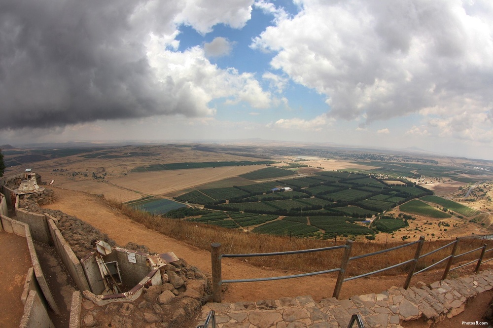 A view of Syria from the Golan Heights. Israel says Hezbollah is trying to open a new front to attack Israel from the Syrian Golan Heights. Credit: Wikimedia Commons.