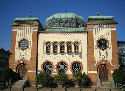 The synagogue in Malmoe, Sweden, where the Jewish community worships and grows concerned over increased anti-Semitic incidents against it by predominantly Muslim immigrants, the community says. Credit: Wikimedia Commons.