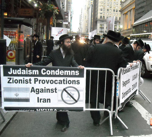 Members of the Orthodox sect Neturei Karta protesting for Iran and against Israel. Credit: Wikimedia Commons.