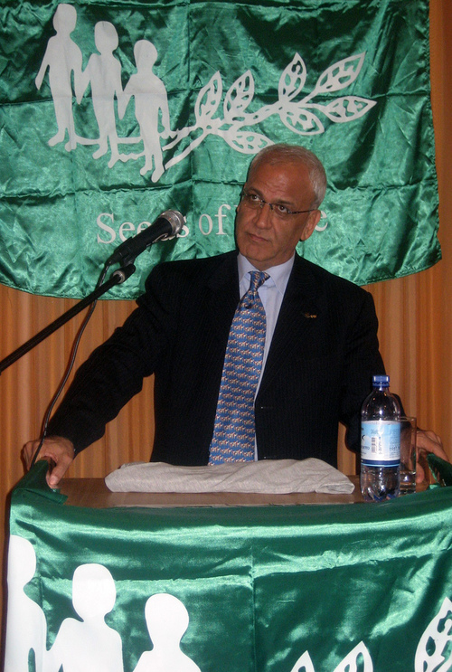 Palestinian negotiator Saeb Erekat. Credit: Seeds of Peace via Wikimedia<br /> Commons.