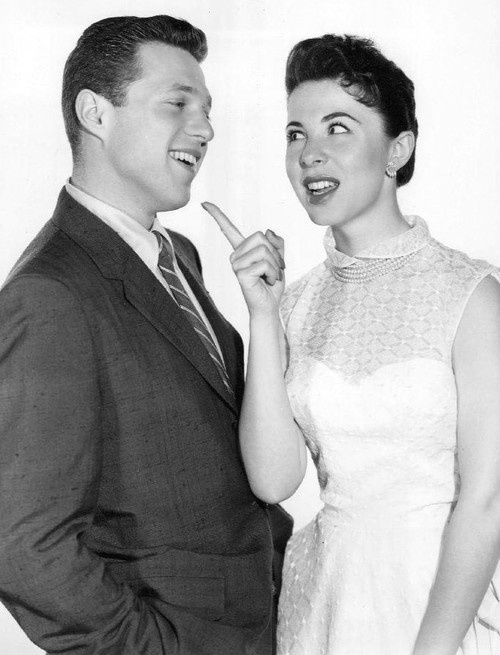 Steve Lawrence and Eydie Gorme from the television program The Steve Allen<br /> Show in 1958. Credit:  NBC via Wikimedia Commons.