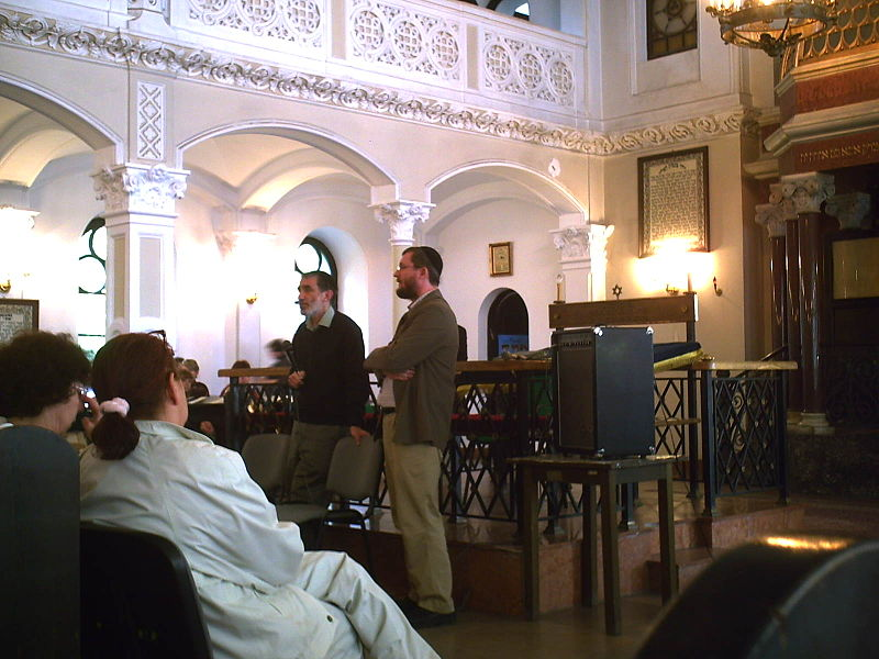 Inside the Nożyki Synagogue in Warsaw, Poland. There are about 4,000 officially registered Jews in Poland. Credit: Wikimedia Commons.