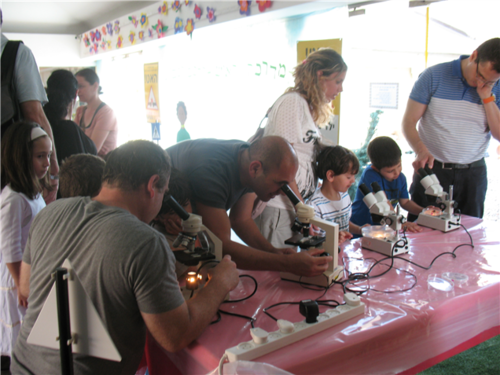 Click photo to download. Caption: Israeli scientists are cultivated at<br /> young ages by Technoda, whose educational programming is pictured here.<br /> Credit: Technoda.