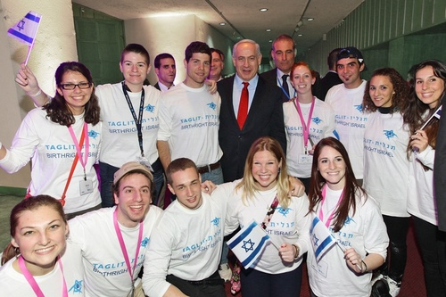 Click photo to download. Caption: Taglit-Birthright Israel trip<br /> participants with Prime Minister Benjamin Netanyahu. Credit:<br /> Taglit-Birthright Israel.