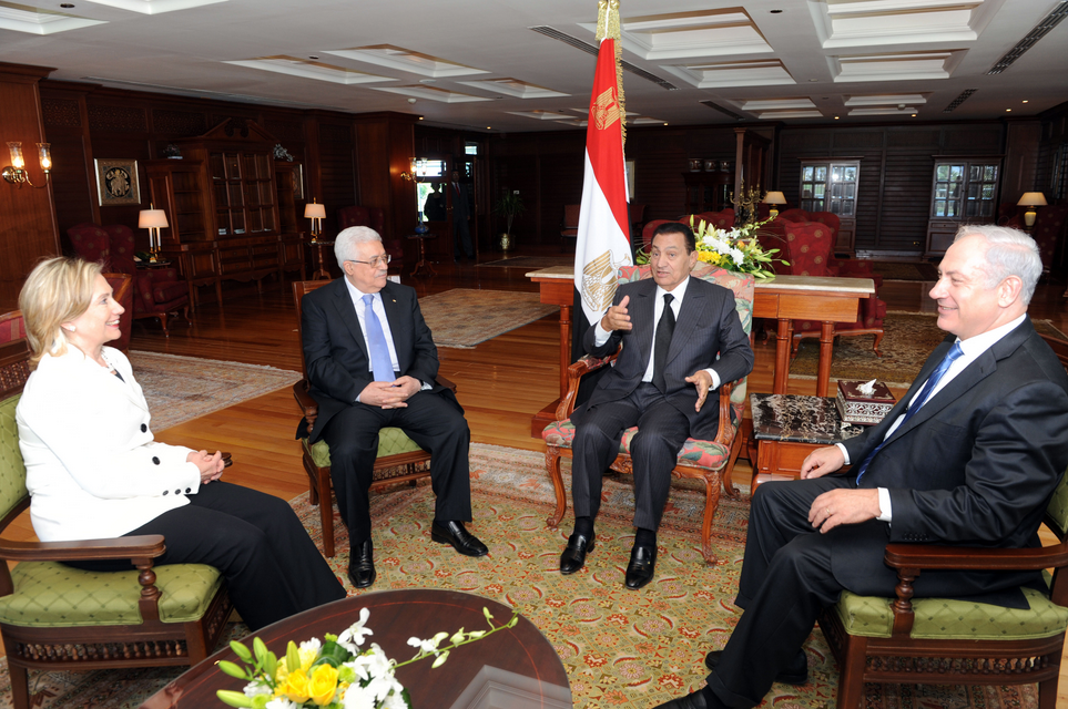 From left to right, in September 2010: Secretary of State Hillary Clinton, Palestinian Authority President Mahmoud Abbas, Egyptian President Hosni Mubarak, and Israeli Prime Minister Benjamin Netanyahu. Credit: State Department.