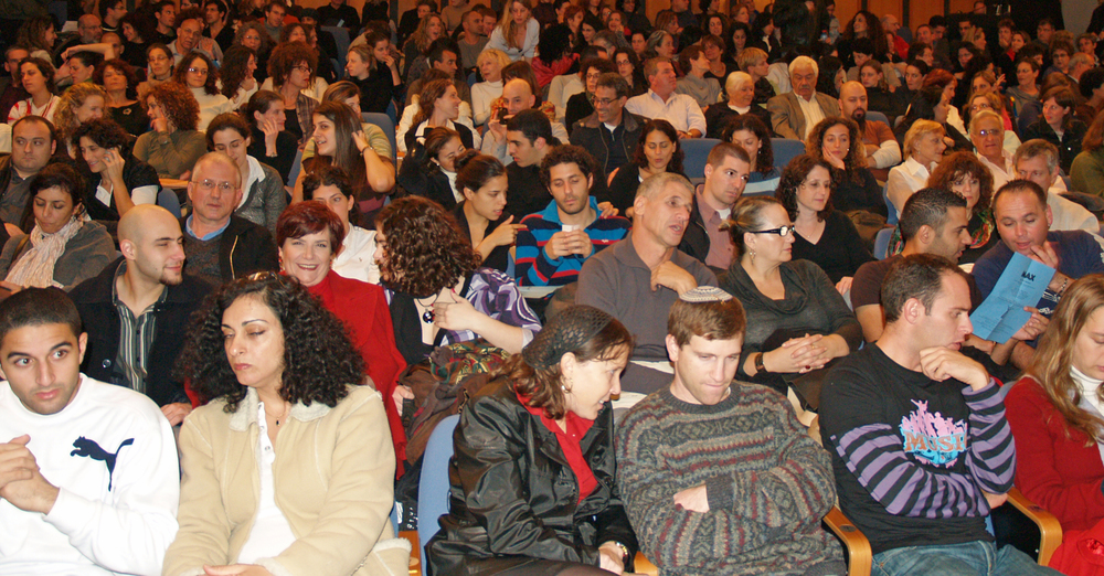 A crowd of Israelis at a Batsheva Dance Company performance in Tel Aviv. Israeli life expectancy has risen by two years per person over the past decade, new data shows. Credit: David Shankbone via Wikimedia Commons.
