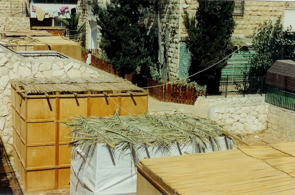 Sukkah roofs. The holiday will draw more than 5,000 Christian pilgrims to Israel. Credit: Yoninah via Wikimedia Commons.