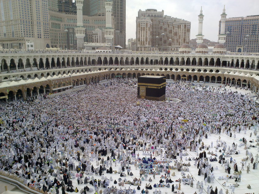 A Hajj pilgrimage in Mecca. Credit: Omar Chatriwala via Wikimedia Commons.