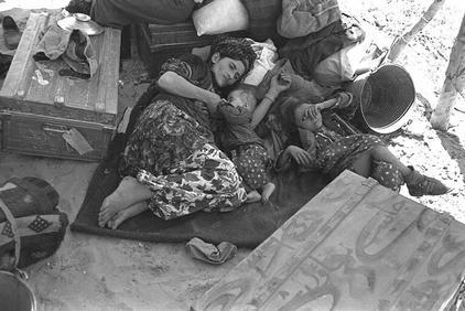 Displaced Iraqi Jews arrive in Israel, 1951. Credit: CAMERA via Wikimedia Commons.