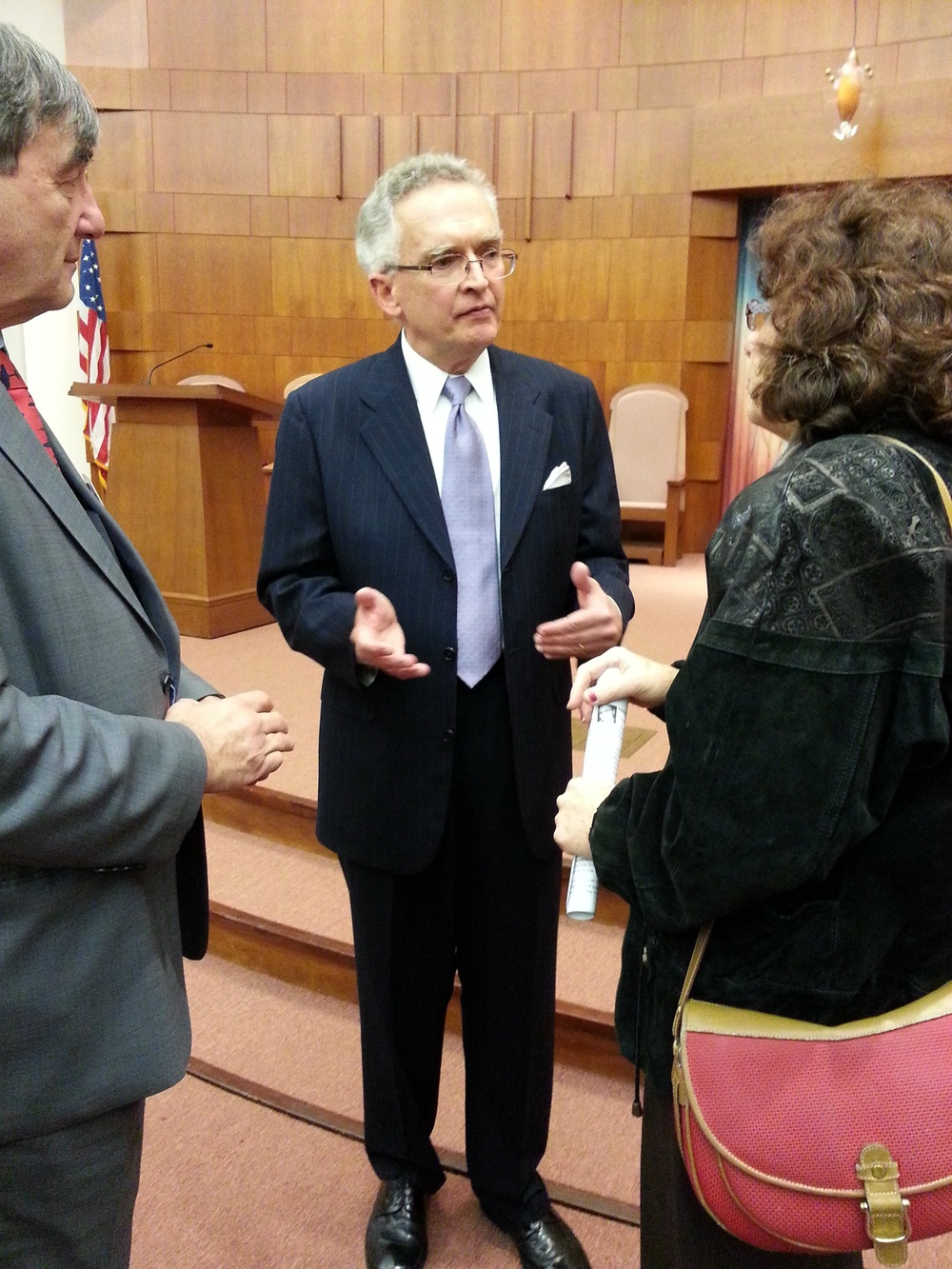 Click photo to download. Caption: Commentator and military expert Ralph Peters, center, last week at Temple Emanuel in Newton, Mass., where he have a briefing for the Committee for Accuracy in Middle East Reporting in America (CAMERA). Credit: Susie Davidson.