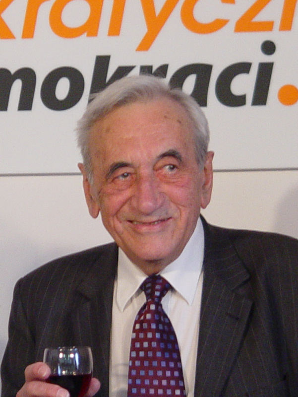 Former Polish Prime Minister Tadeusz Mazowiecki celebrating his 80th birthday. Credit: Wikimedia Commons.