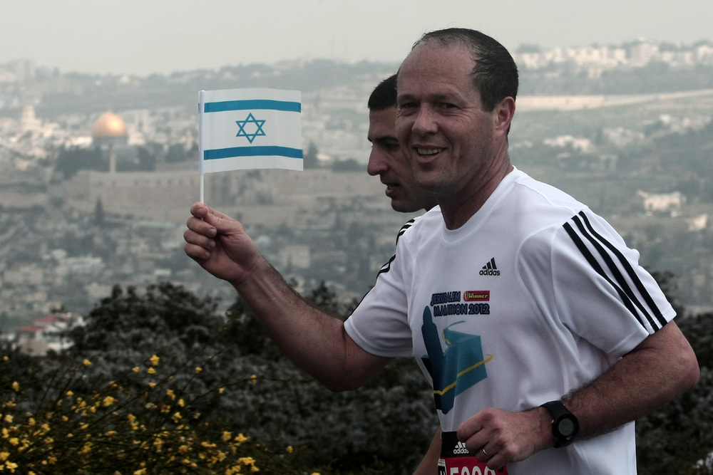 Jerusalem Mayor Nir Barkat participates in the 2012 Jerusalem Marathon. Credit: Wikimedia Commons.