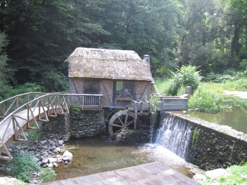 Click photo to download. Caption: The mill, dam, and bridge at the historic Gomez Mill House. Credit: Paul Foer.