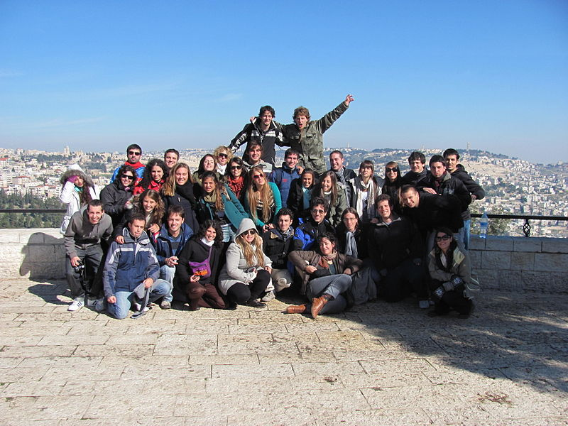 A Taglit-Birthright group. Credit: Wikimedia Commons.