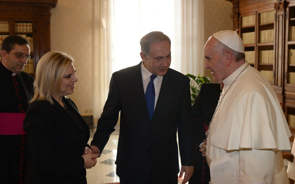 Click photo to download. Caption: Pope Francis (right) talks with Israeli Prime Minister Benjamin Netanyahu (center) and his wife Sara (left) during their meeting at the Vatican on December 2, 2013. Credit: Amos Ben Gershom/GPO/Flash90.