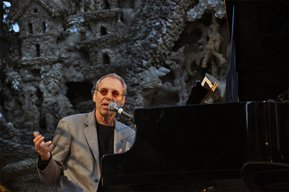 "Click photo to download. Caption: Musician Ben Sidran, author of ""There Was A Fire: Jews, Music and the American Dream,"" performs in France in 2011. Sidran spoke with JNS.org about Jewish influences on 20th-century American music. Credit: Courtesy of Ben Sidran."