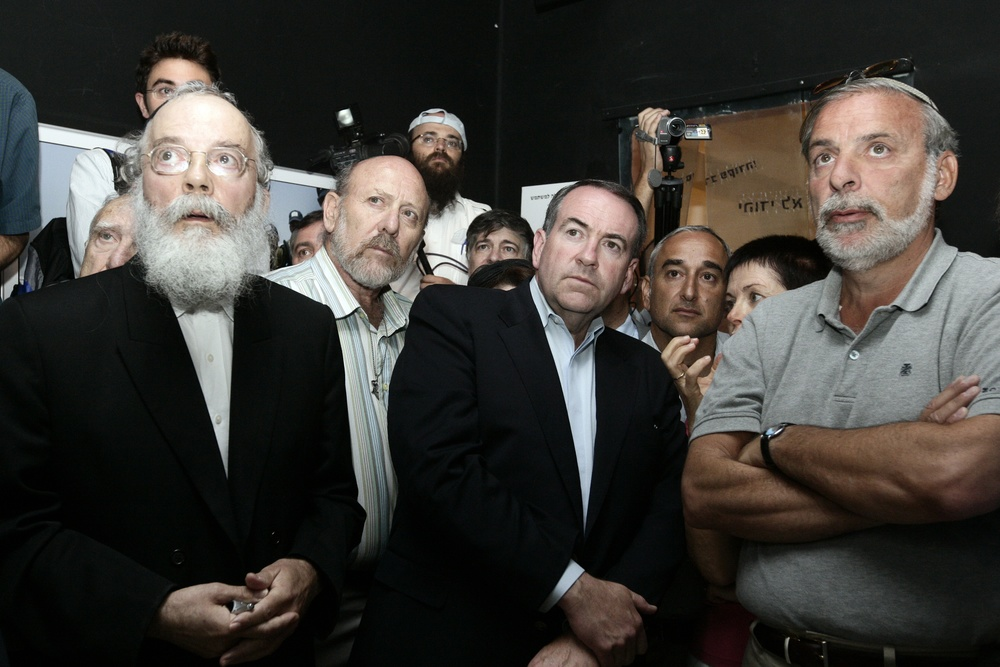 Click photo to download. Caption: Former Arkansas governor and 2008 Republican presidential candidate Mike Huckabee—in front, third from left—visits The Gush Katif Museum in Jerusalem on Aug. 19, 2009. Credit: Abir Sultan/Flash 90.