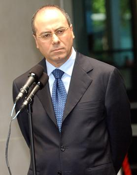 National Infrastructure, Energy and Water Minister Silvan Shalom, pictured, said Israel's revenue from natural gas sales in 2013 stands to reach $153 million. Credit: Wikimedia Commons.