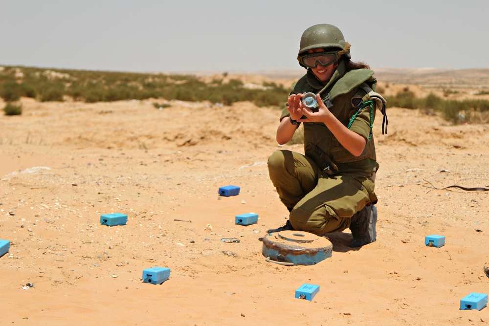 "Click photo to download. Caption: Pictured is Dylan Ostrin, of Houston, who is on the IDF's recent list of "" 8 Female Soldiers Who Shattered Barriers in 2013 ."" Credit: Israel Defense Forces."