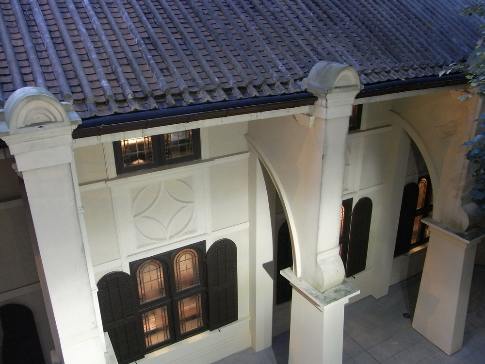 Click photo to download. Caption: The Ohel Leah synagogue in Hong Kong. Credit: Alectesom via Wikimedia Commons.
