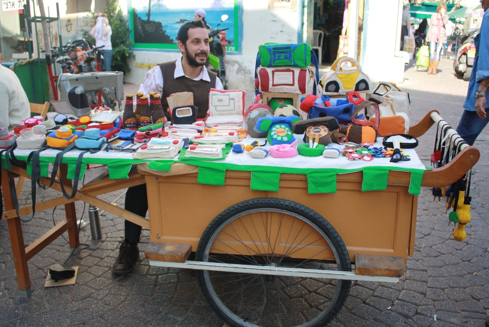 Tel aviv arts and crafts market makes for a fun and funky for Crafts for selling at market
