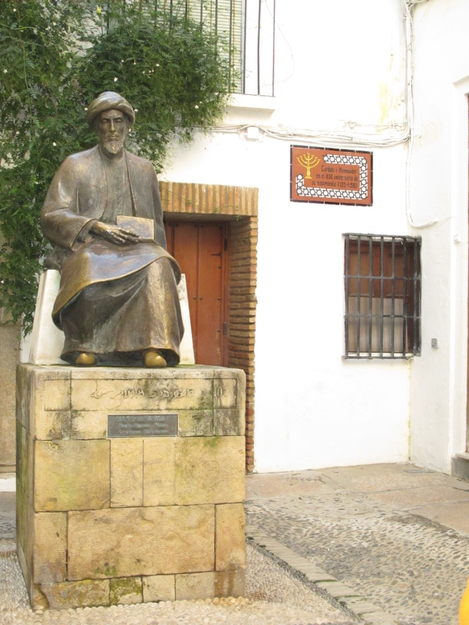 Click photo to download. A statue of Maimonides at the synagogue in the Juderia in Córdoba. Credit: Irvina Lew.