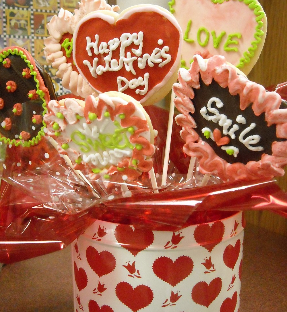 Click photo to download. Caption: Valentine's Day candy. Credit: Amanda via Wikimedia Commons.