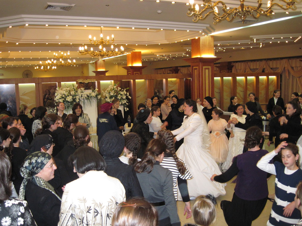 A traditional Jewish wedding in Jerusalem. Four Arabs were indicted in a Jerusalem District Court for planning a terror attack on a Jerusalem wedding hall. Credit: Wikimedia Commons.