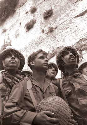 IDF paratroopers land in Jerusalem and Western Wall during the Six Day War in 1967. The Palestinian Authority says all those areas must be returned to PA control for negotiations with Israel to succeed. Credit: Wikimedia Commons.