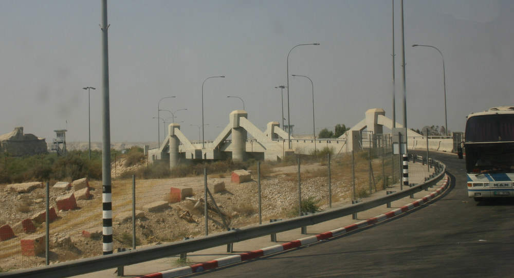 The Allenby Bridge crossing between the West Bank and Jordan. A Palestinian-Jordanian judge who attacked an Israeli soldier was killed at the crossing March 10. Credit: Wikimedia Commons.