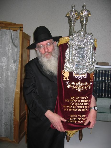 Click photo to download. Caption: Rabbi Yitzchok Meyer Lipszyc, a Chabad-Lubavitch emissary in Crimea for more than two decades, with a Torah scroll. Credit: Chabad Lubavitch of Crimea.