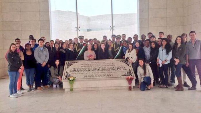 Israel Trek trip participants from Harvard University visit Yasser Arafat's grave. The trip is sponsored by Harvard and Combined Jewish Philanthropies of Boston. Credit: Twitter.