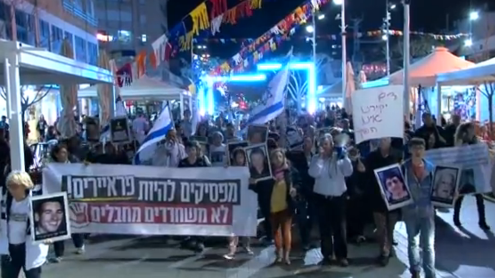 On Monday, demonstrators in Netanya protest Israel's release of Palestinian terrorist prisoners. Credit: Israel Hayom video screenshot.