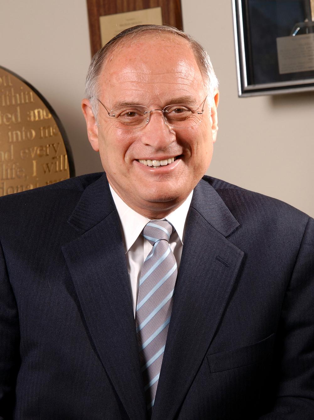 Malcolm Hoenlein