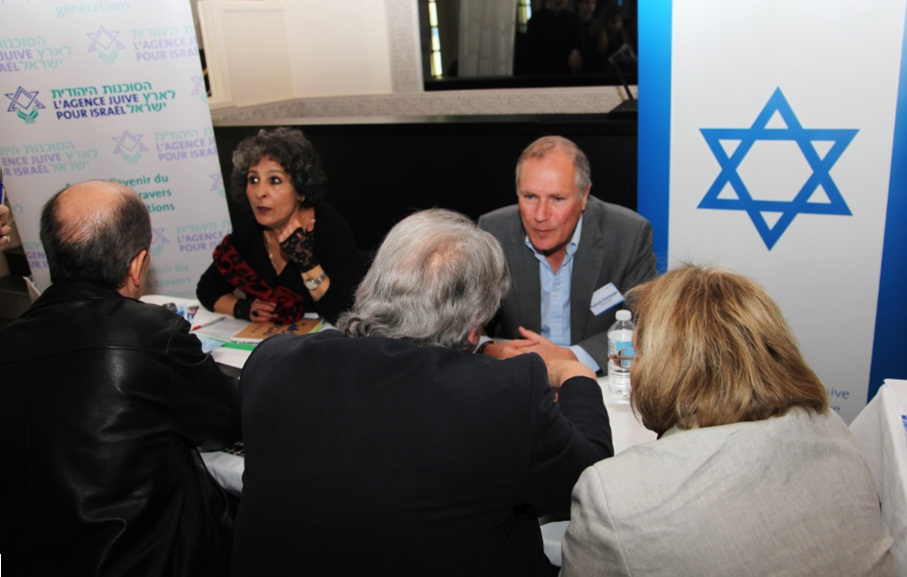 An aliyah information fair in central Paris on March 30. Credit: Alain Azria.